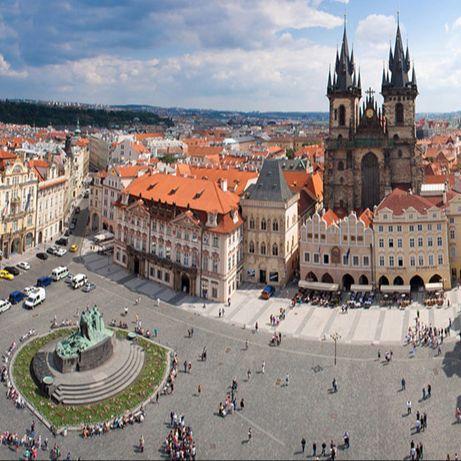 Piazza della Città Vecchia e l'orologio astronomico